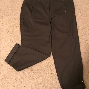 Chico's olive green capris size 2.5 (large)